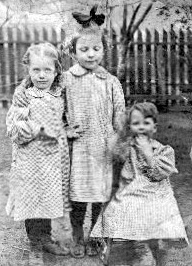 Hank at right with Minnie, center, and unknown friend, ca. 1910-12