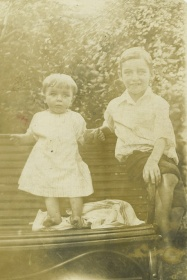 Edward (right) with his baby brother Paul, c. 1916