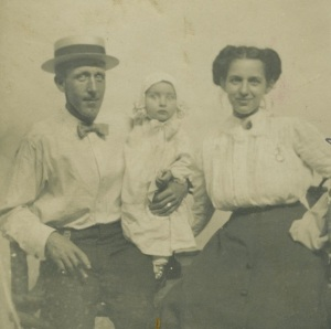 Edward, Martha, and Edward at Dreamland Amusement Park, Decatur, Illinois, c. 1909
